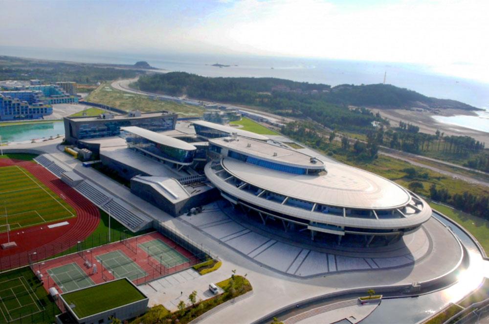 El edificio de oficinas inspirado en la nave enterprise for Oficinas enterprise