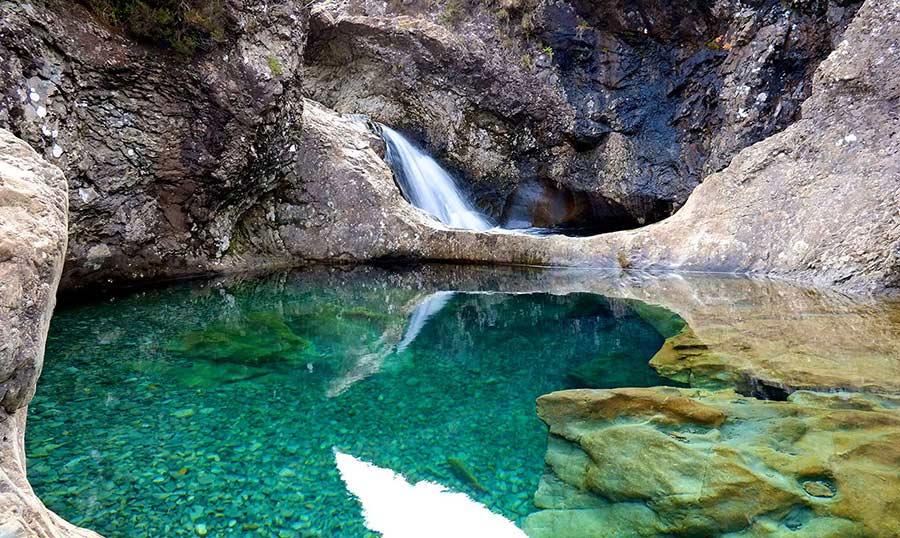 12 impresionantes piscinas naturales que debes conocer for Piscinas naturales islandia
