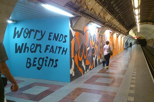 La estación del Metro de Praga que le da espacio al graffiti