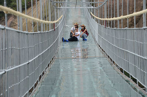 Puente colgante de vidrio en China