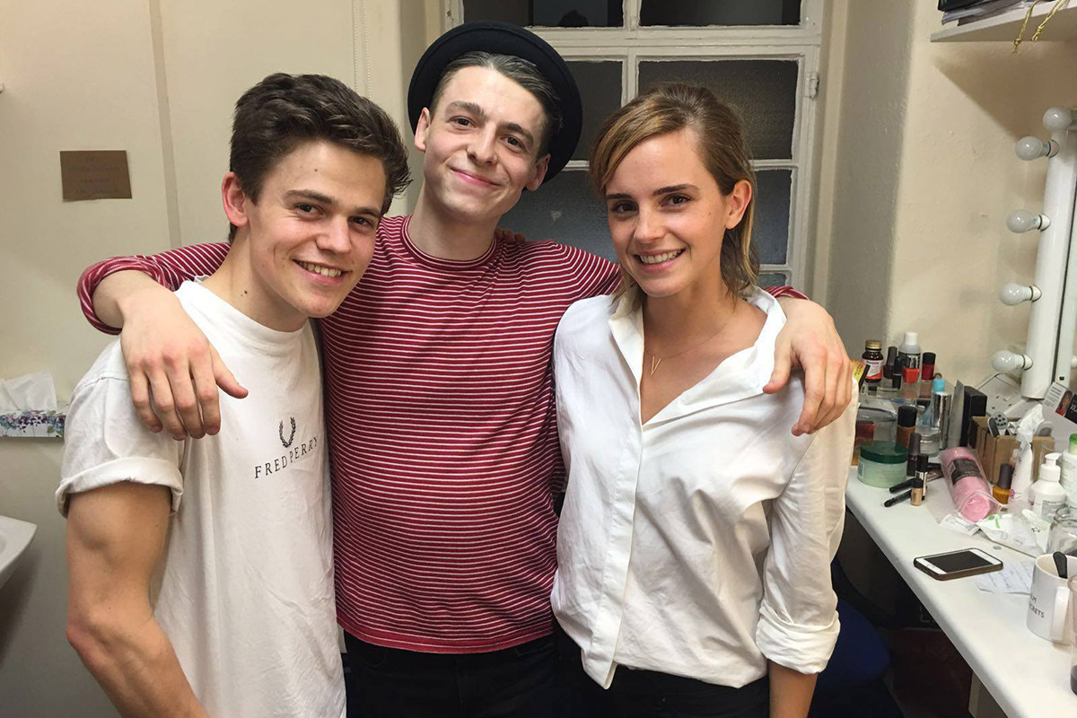 "Emma Watson con parte del elenco de ""Cursed child"""
